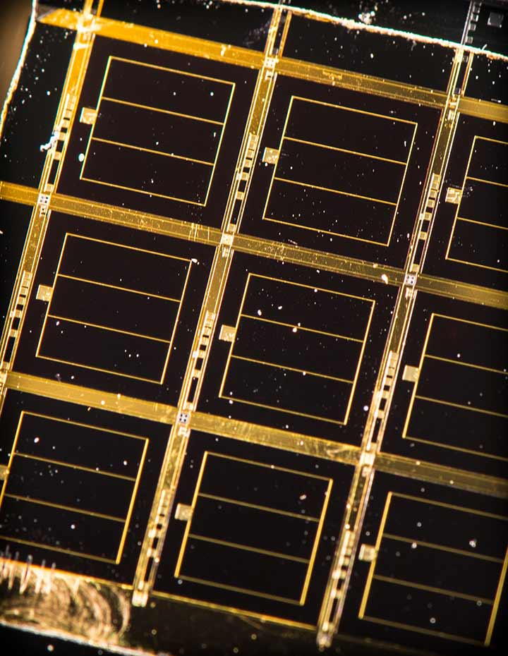 An example of a solar cell grown by D-HVPE.