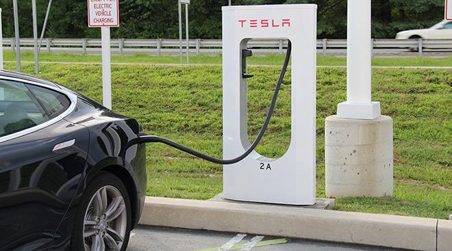 https://chargedevs.com/wp-content/uploads/2015/06/Tesla-Supercharger-2-Jeff-Cooper-CC-BY-2.0.jpg