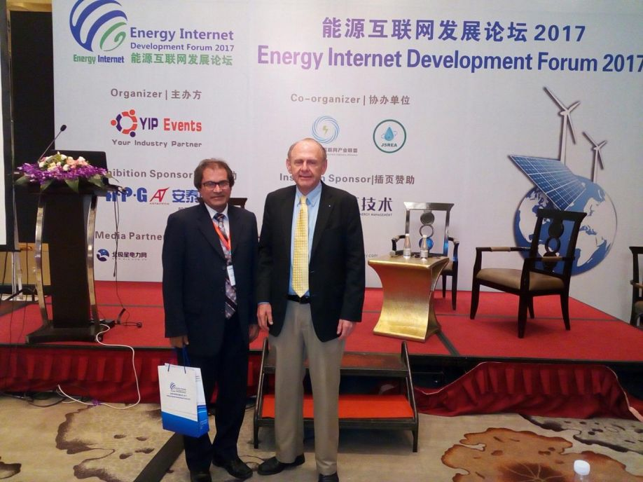 D:\Faiz Bhutta 1-8-16\Resources\Techfa\Techfa-1\conference and events\Energy Internet 2017\Pictures\with ieC ambassidor.jpg